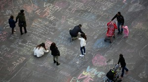 messages of solidarity in Place de la Bourse after the bombings in Brussels